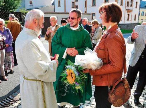 Arzberg Brot Und Salz Fur Neuen Pfarrer Arzberg Frankenpost